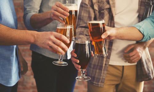 CityGames Münster: JGA mit Bier anstoßen